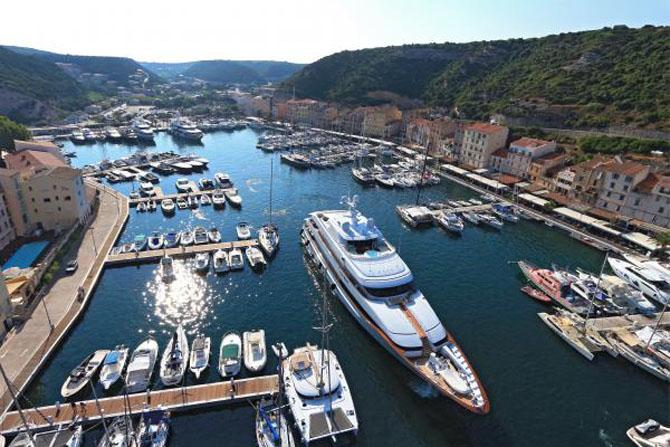 Top ten superyacht marinas in the med luxeinacity for Restaurant bonifacio port